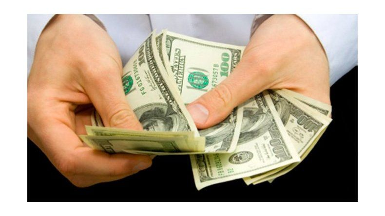 El dólar bajó tres centavos