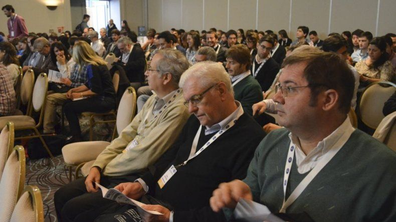 Numerosos interesados en la temática participan de las jornadas organizadas por la UNPSJB en el Hotel Austral.