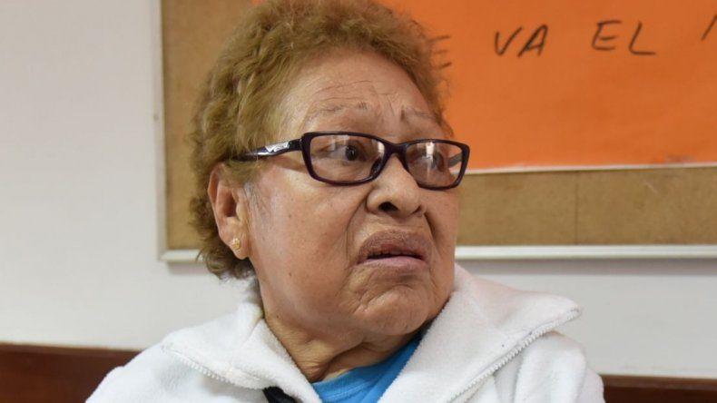 Virginia Chávez asistió ayer al Hospital Zonal para realizarse una placa radiográfica de su hombro izquierdo