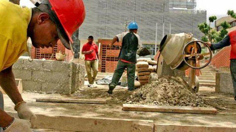 Para combatir el desempleo, el Gobierno prepara un proyecto de flexibilización laboral