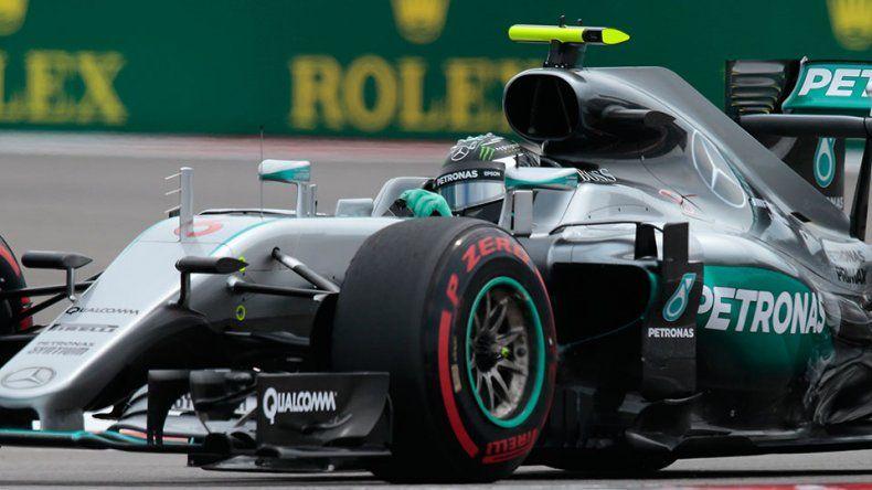 Rosberg se quedó con la pole en Sochi
