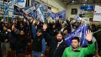 El titular de Petroleros Privados, Jorge Avila, recibió en una asamblea desarrollada el último viernes por la noche el respaldo de los trabajadores para parar y movilizarse el viernes 6 de mayo.