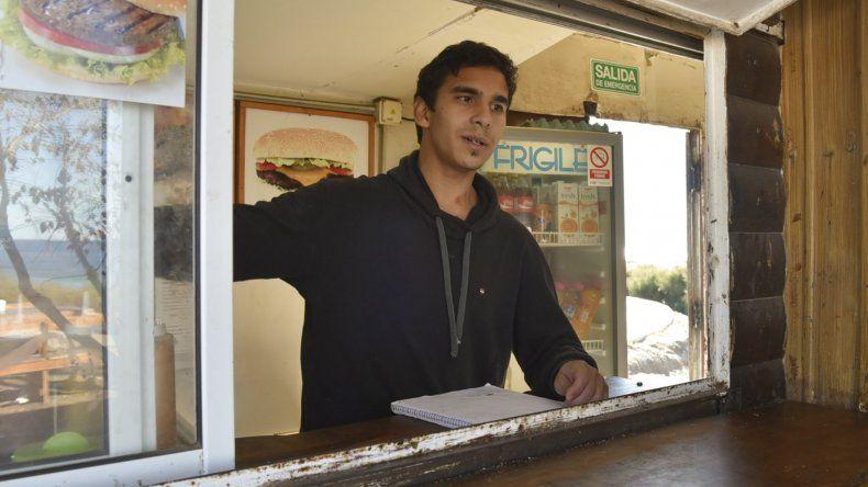 Nicolás Miranda fue asaltado por tres delincuentes mientras atendía en el carro bar La Sudestada