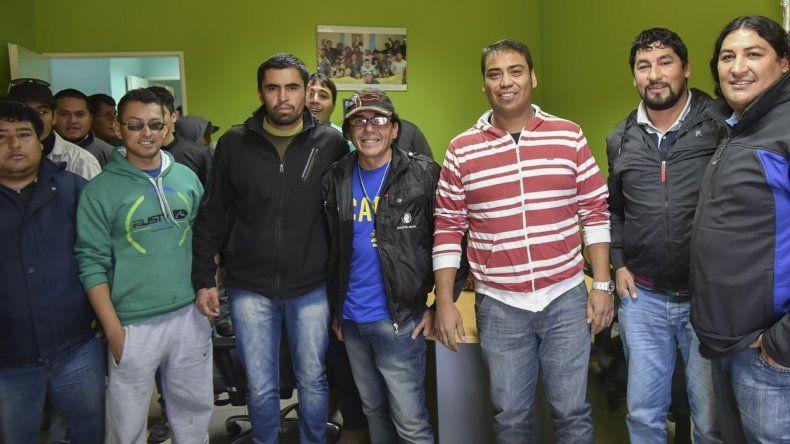 Los ex trabajadores de Austral Construcciones se reunieron en la sede de la UOCRA