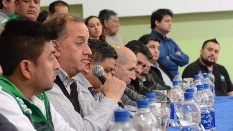 El intendente al pronunciarse ayer durante el plenario realizado en el Sindicato de Petroleros Privados.