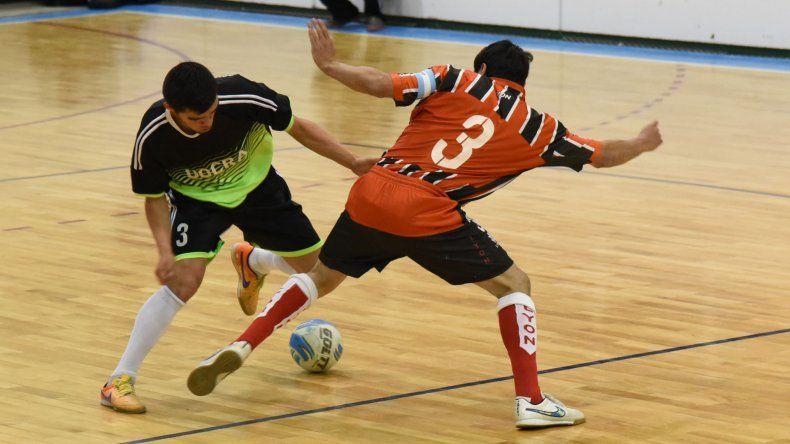 La actividad del fútbol de salón mayor continuará hoy en tres gimnasios de la ciudad.