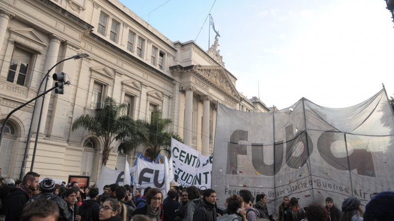 Marcha en defensa de la universidad pública.