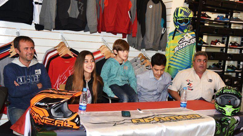 Pilotos y dirigentes en el lanzamiento de la tercera feha del MX.