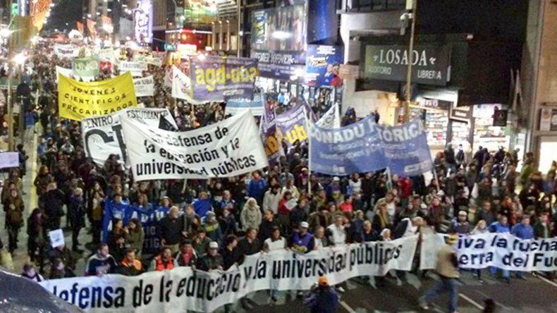 Universitarios calificaron de histórica la marcha por la educación pública del jueves.