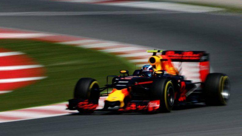 El piloto de 18 años Max Verstappen logró ayer su primera victoria en la Fórmula 1.