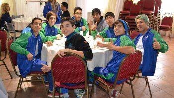 La delegación de Chubut en pleno almuerzo.