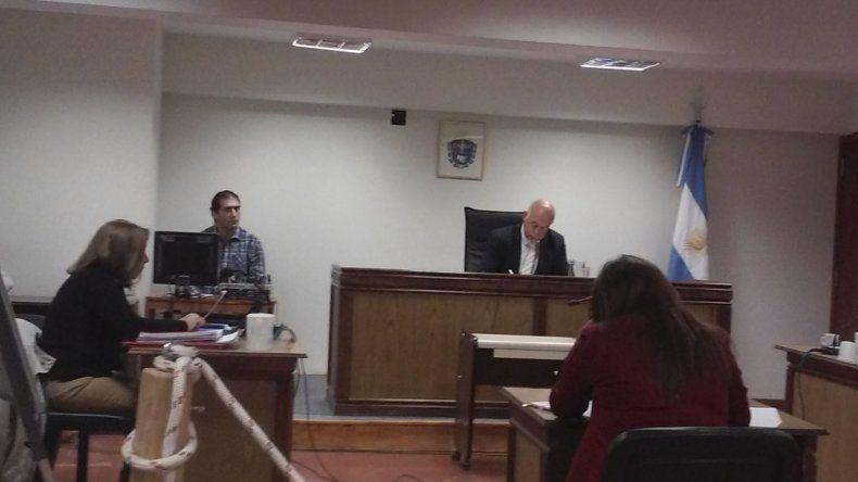 Seguirá internado en el COSE el menor que asaltó a funcionario judicial de Sarmiento