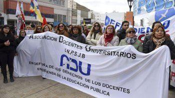 Docentes universitarios rechazaron la propuesta del gobierno