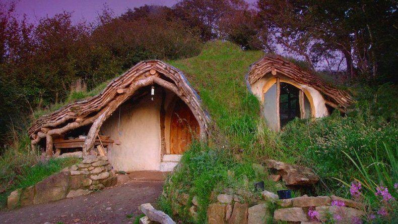 Un hombre construyó una casa Hobbit sostenible con 3.500 euros