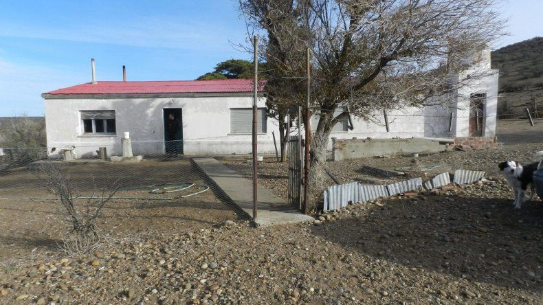 El cuerpo sin vida del peón rural fue hallado en el interior de la casa principal del casco de la estancia La Delmira.