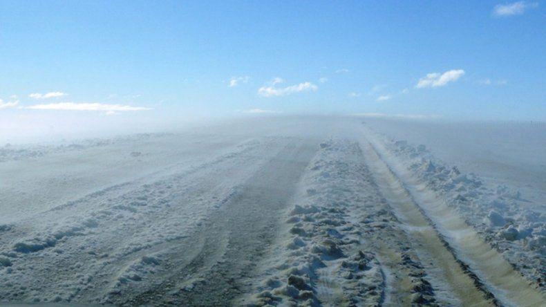 Recomiendan circular con extrema precaución. En la cordillera nevó y en otras zonas de Chubut las rutas presentan humedad.