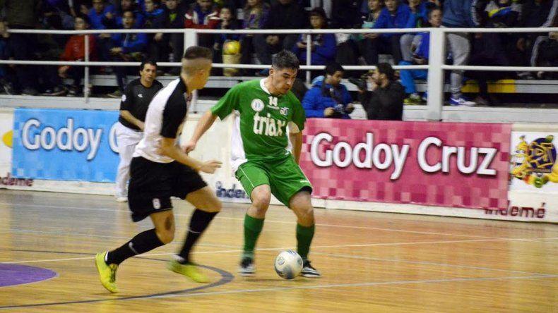 Comodoro goleó a Paraná y se acerca a la clasificación