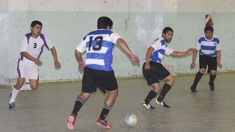 El torneo Apertura de futsal continuó el miércoles con más acción.
