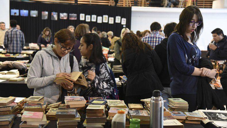 La muestra reúne como en cada edición una masiva cantidad de público interesado en los libros y otras propuestas.