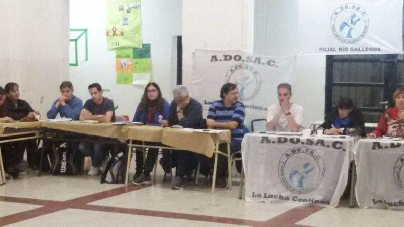 Representantes de las distintas filiales de ADOSAC de toda la provincia se reunieron en Río Gallegos.
