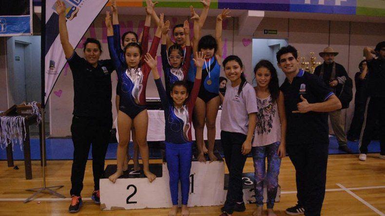 Uno de los grupos que participó en el Provincial de gimnasia artística que se llevó a cabo el fin de semana en Comodoro Rivadavia.