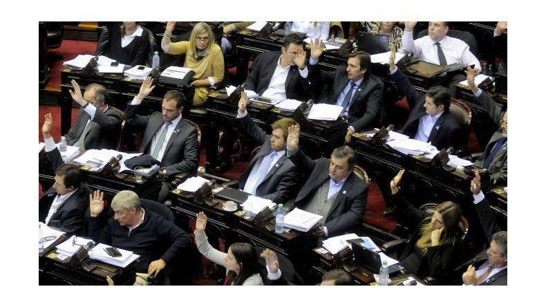 El proyecto para habilitar el blanqueo y el pago a jubilados entró por Diputados