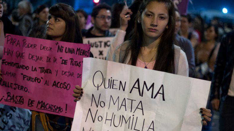{altText(Hoy se realiza la marcha nacional #NIUNAMENOS.,La marcha contra la violencia  de género se realizará mañana)}