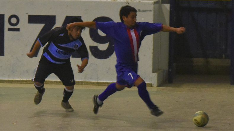 Todo el fútbol de salón de Comodoro Rivadavia continuará jugándose esta tarde en dos gimnasios de la ciudad.
