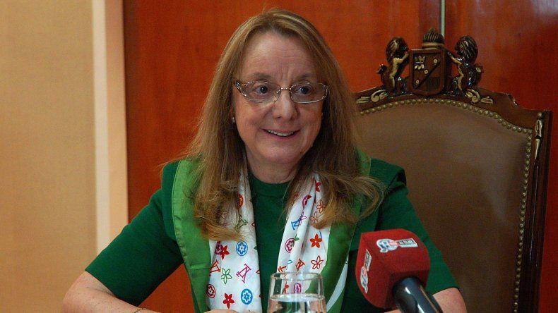 La gobernadora Alicia Kirchner dijo que la única salida que le dejó Nación es el endeudamiento de la provincia para resolver la crisis económica.