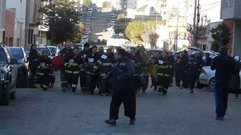 La llegada de los bomberos a la meta.