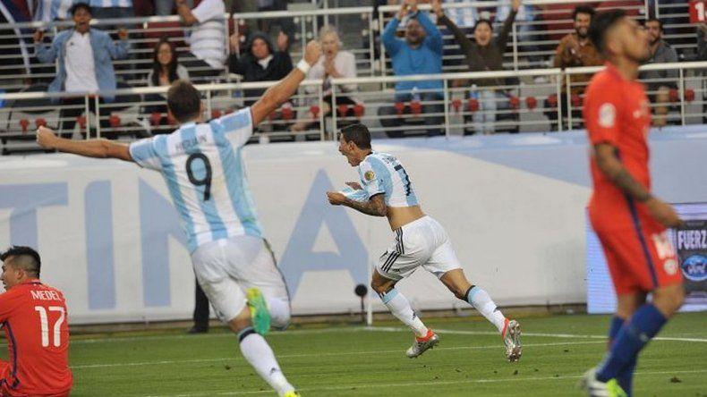 Argentina le ganó con justicia a Chile en su debut