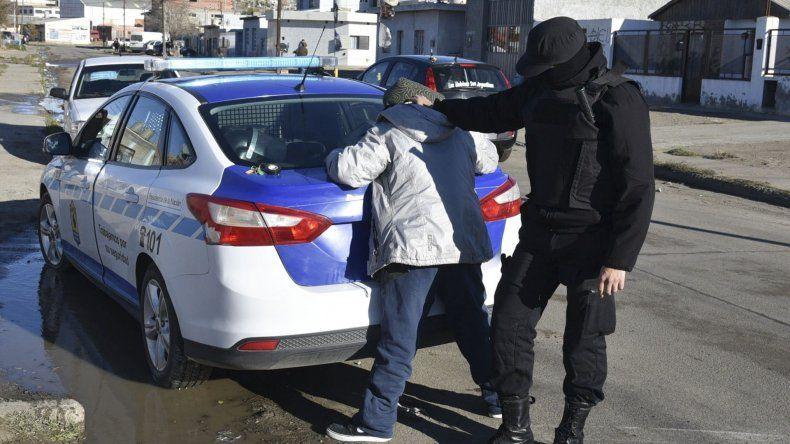 Efectivos del Comando Radioeléctrico demoraron a un motociclista que se negó a ser identificado.