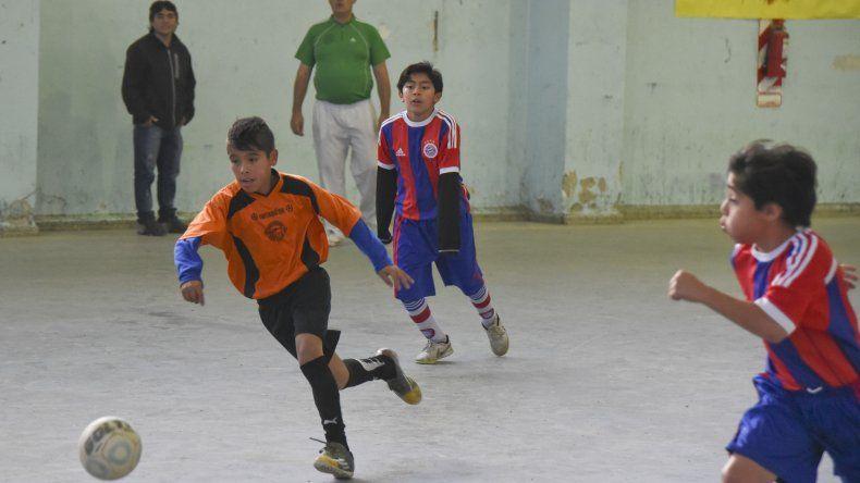 Los más chicos arrancaron los cruces del torneo Apertura Infantil de fútbol de salón que organiza la Asociación Promocional.