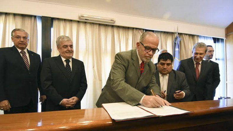 El gobernador y el presidente del Superior Tribunal de Justicia firmaron el acuerdo para dar continuidad a la Ciudad Judicial.
