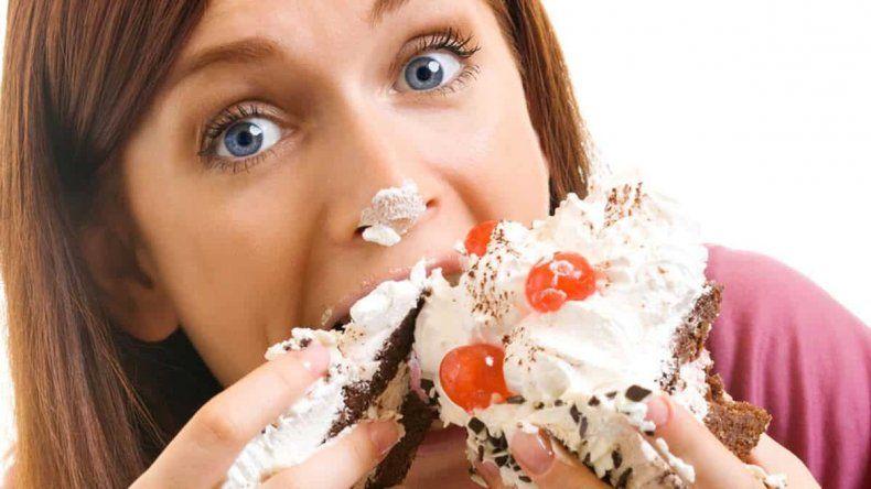 Prueban por qué no deben comerse dulces por la noche