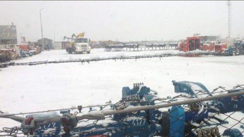 El sector de Cerro Dragón entre Comodoro Rivadavia y Sarmiento fue donde se concentró la primera nevada del año en la zona.