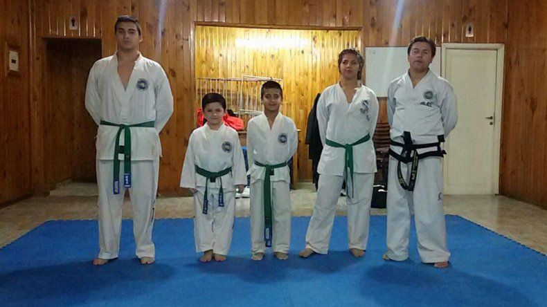 Representantes de la escuela municipal de Km 8