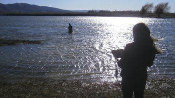 Científicos del CONICET instalaron la primera estación de monitoreo de alta frecuencia en el río Senguer.