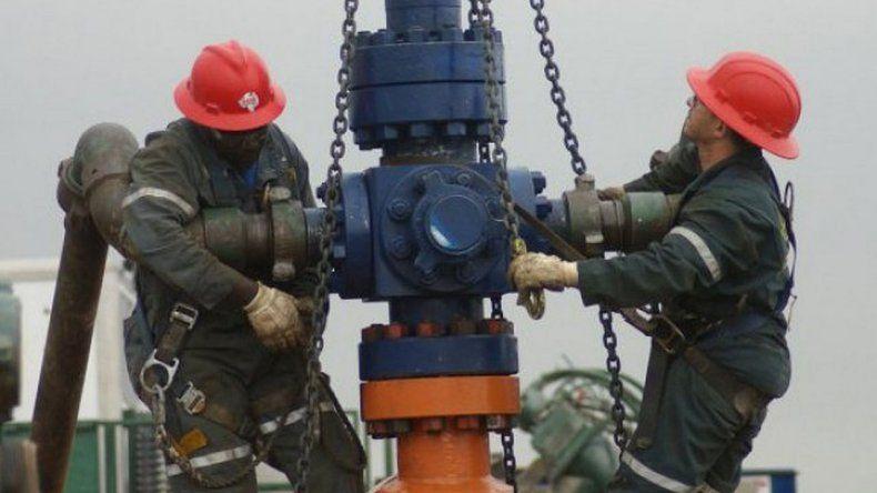 Petroleros definen en qué empresas habrá retención de servicios