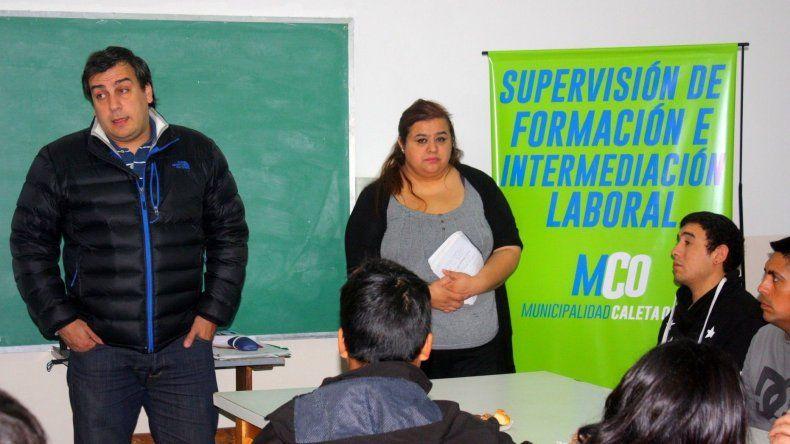 El intendente Facundo Prades participó de la charla que se les brindó a trabajadores de cooperativas y planes sociales.