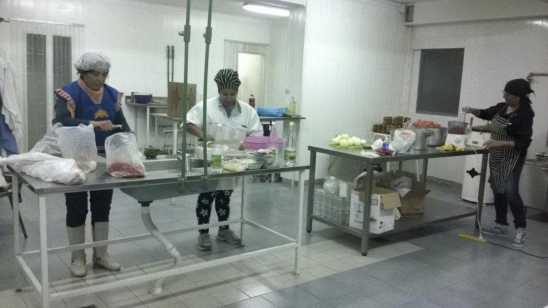 Los emprendedores de la Asociación de Productores Carelhue elaboran sus productos en el Ceret
