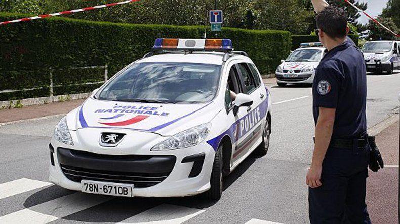 Francia investiga el primer atentado yihadista contra policías en su territorio.