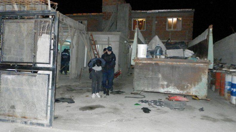 La Brigada de Investigaciones realizó allanamientos en la madrugada de ayer y detuvo a los dos sospechosos del violento robo.