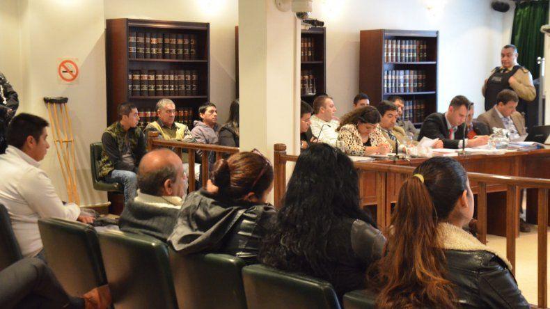 Hay diecisiete personas procesadas en el juicio que se inició ayer en el Tribunal Oral Federal.