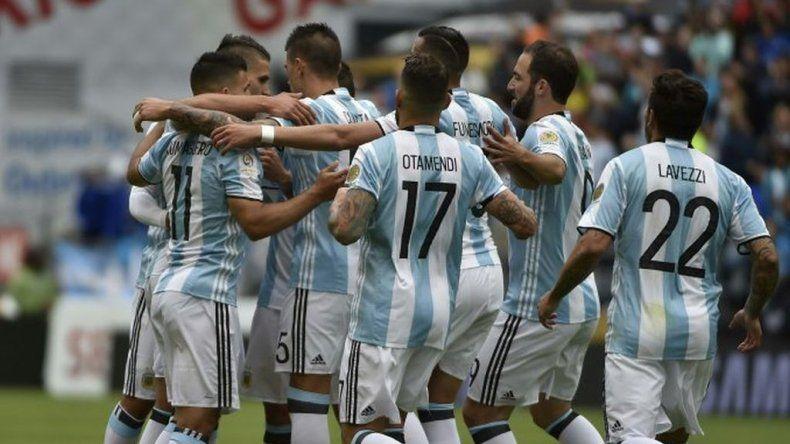 Argentina goleó a Bolivia y sumó puntaje ideal en su grupo