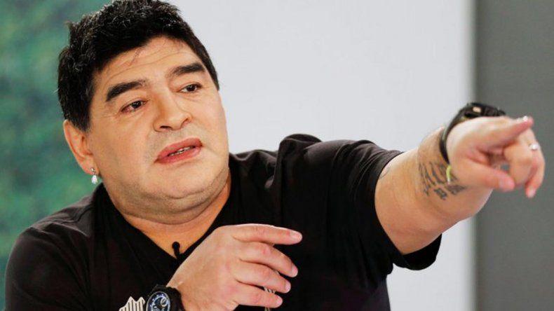 Diego Maradona pide hacer mucho análisis antes de elegir un presidente de la AFA.