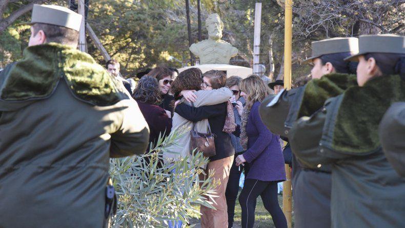 En el busto de Güemes se conmemoró el acto en el marco del primer feriado nacional en su homenaje.