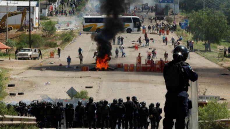Violenta represión contra maestros en México.