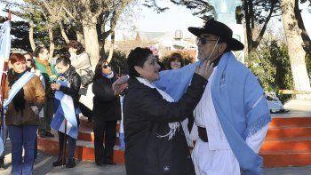 Vecinalistas del barrio 2 de Abril interpretaron danzas folklóricas.