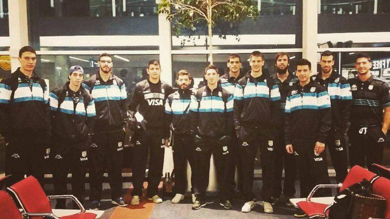 La selección argentina ayer en el Aeropuerto Internacional de Ezeiza antes de viajar hacia Venezuela.